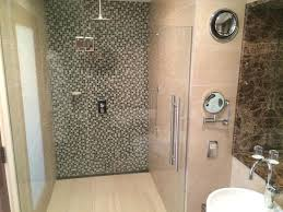 Clayton Hotel Galway: Large walk in shower - executive room