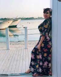 صور جريئة لابنة شريف منير على البحر تعرضها للنقد - ليالينا