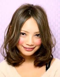 30代の丸顔さんに似合うミディアムの髪型ヘアスタイルを調べてみまし