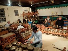 Kenong merupakan salah satu alat musik yang menyusun gamelan jawa. 13 Alat Musik Gamelan Beserta Sejarah Dan Penjelasan Guratgarut