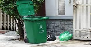 Kết quả hình ảnh cho thùng rác trước nhà