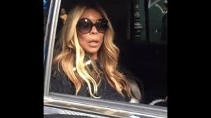 wendy williams takes off wedding ring and serves kevin hunter divorce papers