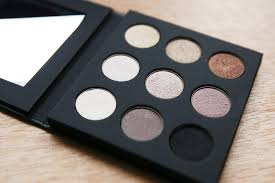 make up for ever palette 9 artist shadow 1
