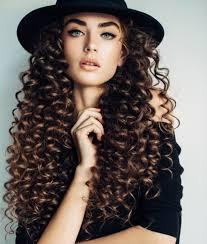 أنواع تسريحات الشعر المجعد حسب شكل وجهك ايف ارابيا