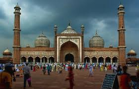 jama masjid delhi history architecture facts timing  ac and non ac buses connect jama masjid to the entire old and new delhi autos and taxis can also be availed to reach here