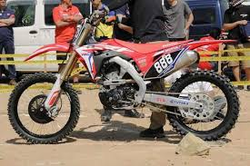 2018 suzuki 250f. wonderful 250f twin separate exhausts that exits from either side of the twinport  twincam motor are just one new features on 2018 crf250r was unveiled  in suzuki 250f