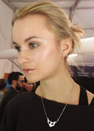 i really luv this effortless look magic lumi primer is amazing to achieving that luminous look