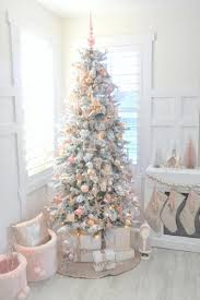 picture gallery of the christmas tree decor 2017 with 35 d cor ideas in traditional red and green digsdigs