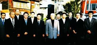 Manual da Mafia Japonesa. Images?q=tbn:ANd9GcTmj4p4etiMCmLtIm0fV8gqnsYu7gr5IkbpvrArCtTg_LIO8GY8RQ