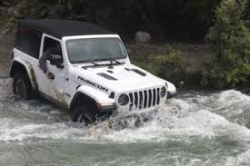 novo jeep 2018. unique jeep action shots of the 2018 wrangler jljlu on novo jeep