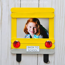 frame is a perfect way to bring some back to school cheer into your home display those beautiful first day of school photos in a creative way