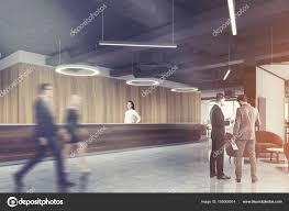 Donker Hout Receptie Ronde Lamp Office Kant Mensen Stockfoto