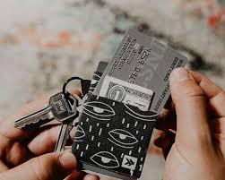 The 6 Best Keychain Wallets On Amazon Under 20