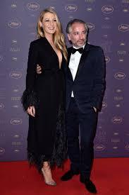 Blake Lively g rie L Or al Paris radieuse sur le tapis rouge du.