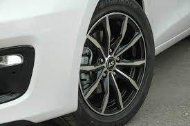 Фото <b>колесных дисков Replay</b> и <b>LS</b> на автомобиле