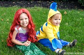 adorable diy little mermaid and flounder costumes the ariel costume has a repositionable fin