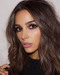 olivia culpo super cool make up and wavy messy hair