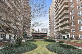 al building in prospect lefferts gardens 75 hawthorne ll1