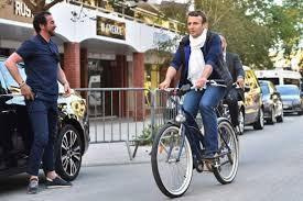 """Résultat de recherche d'images pour """"Nicolas Hulot à vélo"""""""