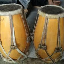 2 contoh alat musik ritmis dari berbagai daerah beserta gambar dan cara memainkannya. 50 Nama Alat Musik Tradisional Indonesia Gambar Cara Memainkan Bukubiruku