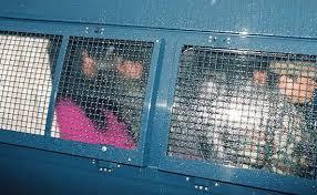 「1990年 - オウム真理教国土利用計画法違反事件で熊本県警がオウム真理教の教団施設を強制捜査。」の画像検索結果