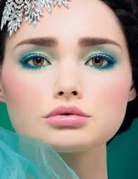 free tutorial with pictures on how to create a blue eye makeup look