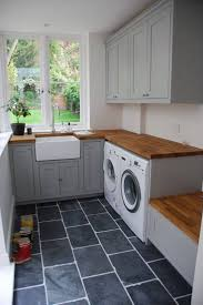 Layout of this laundry room is so perfect.