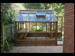 Item pertama yang perlu dipertimbangkan adalah jenis kayu dan ukuran kayu  yang sesuai untuk Greenhouse Anda Pembangun berpengalaman biasanya tahu  persis