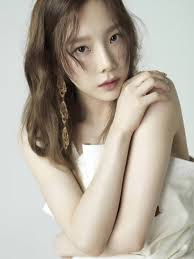 if you re looking for a way to tone down your makeup but still look like a queen try taeyeon s look her makeup is so subtle that it seems like she s