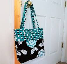 make a stunning roomy multi fabric pocketed day bag like this in 3 sessions