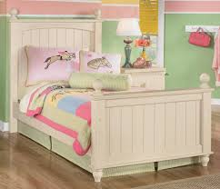 cottage retreat bedroom collection. signature design by ashley cottage retreat twin poster bed - item number: b213-52n bedroom collection e