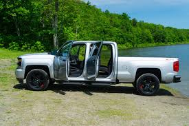 2017 Chevrolet Silverado 1500 Z71 review: Good looks and great ...