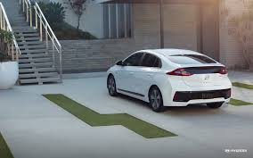 2018 hyundai plug in. Wonderful Hyundai 2018 Ioniq Plugin Hybrid In Ceramic White And Hyundai Plug A