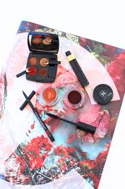 the fall aesthetic has been reved with an injection of deep oranged and vibrant reds that will be sure to have you blushing