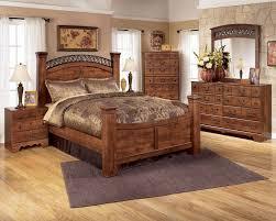 Poster Bedroom Furniture Timberline 4 Piece Poster Bedroom Set In Cherry