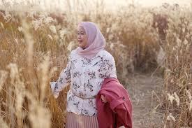 Untuk pasangan muda, buat model batik kombinasi yang memiliki motif sama dan dipadukan dengan kain polos. 14 Model Baju Muslim Untuk Orang Gemuk Gamis