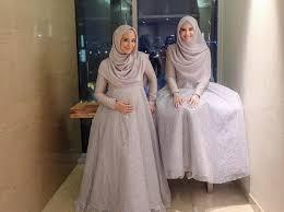 Lihat ide lainnya tentang model pakaian, pakaian, model baju wanita. Desain Baju Kondangan Muslim Modern 2019 Bikin Kamu Makin Pede Dan Kece Paragram Id