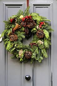 Breathtaking Pictures Of Decorated Christmas Wreaths 35 For Home Holiday Wreaths Ideas