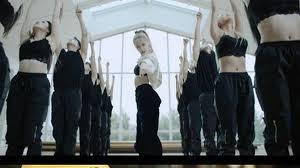 BLACKPINK」ROSE、「On The Ground」のダンスパフォーマンス動画公開 …再生回数の爆発的な人気を予告│韓国音楽K-POP│wowKora(ワウコリア)