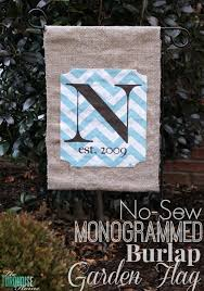 diy no sew monogrammed burlap garden flag