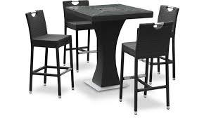 Table Haute Izama Avec 4 Tabourets De Jardin En Résine Tressée