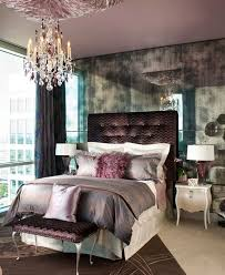 ... Silk tufted headboard glitters with style galore