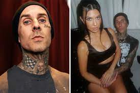 Travis Barker flies for the first time ...