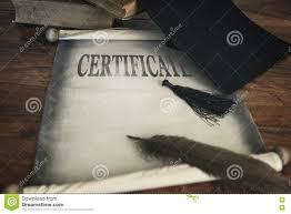Доска миномета и диплом аттестация текста Стоковое Фото  rf