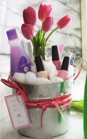 Decorating red door gifts photos : Mother's Day DIY Ideas | Cute gift basket Idea. Inspiration only ...
