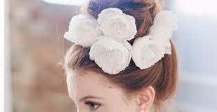 ウェディングドレス和装の花嫁髪型生花を使ったヘアアレンジ