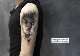 портрет девушки в стиле графика фото тату на плече Tatuirovkiinfo