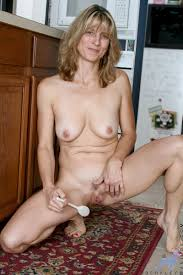 Anilos Berkley Fresh Anilos mom teases her pussy with a mixing.