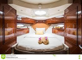 Schlafzimmer Im Luxusboot Stockbild Bild Von Luxus Kostspielig