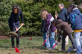 White House Kitchen Garden Filemichelle Obama Breaks Ground On White House Kitchen Garden 3
